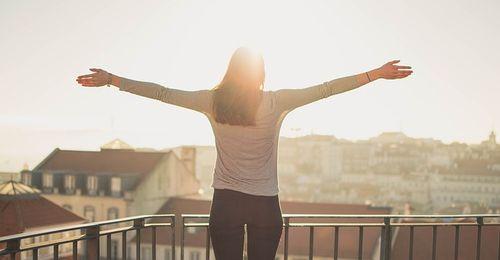 सुनहरी धूप:- अध्यात्मिक दृष्टि से धूप के महत्त्व पर कविता