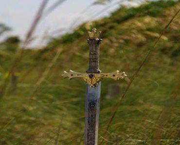 आत्मविश्वास पर कहानी :- जादुई तलवार | Atmavishwas Par Kahani
